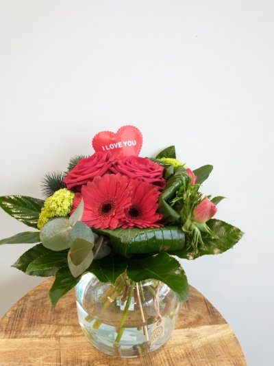 Biedemeijer boeket valentijn inclusief vaas