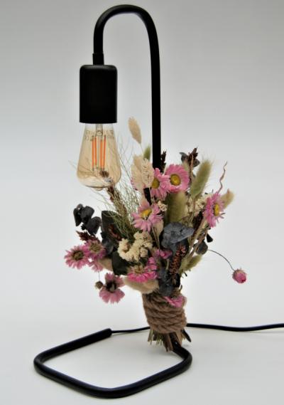 Tafellamp met droogbloemen roze