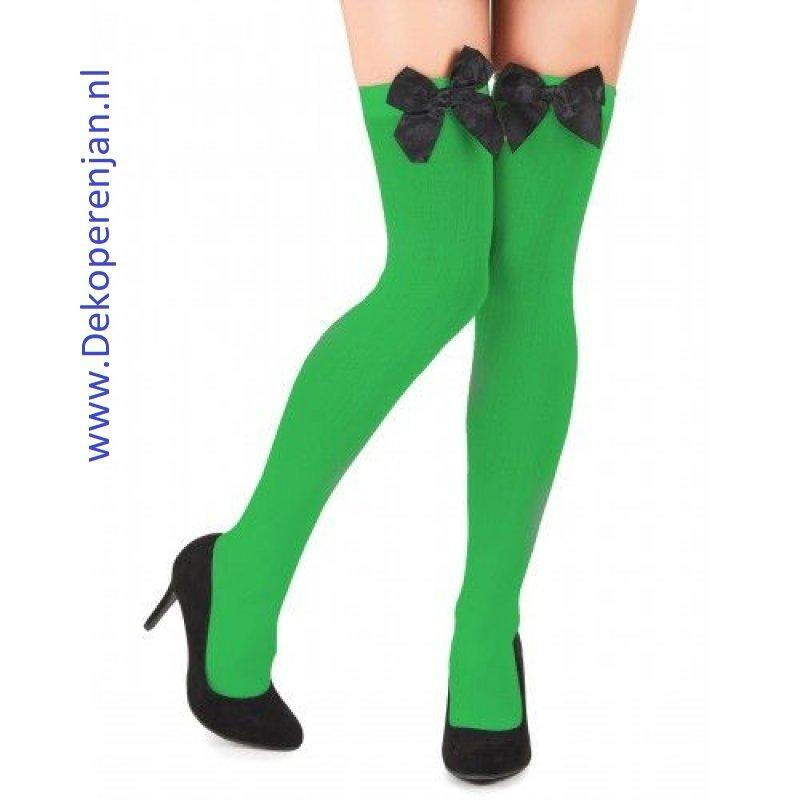 Groene kousen met zwarte strik